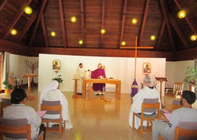Messe dans la chapelle de la Maison de Prière